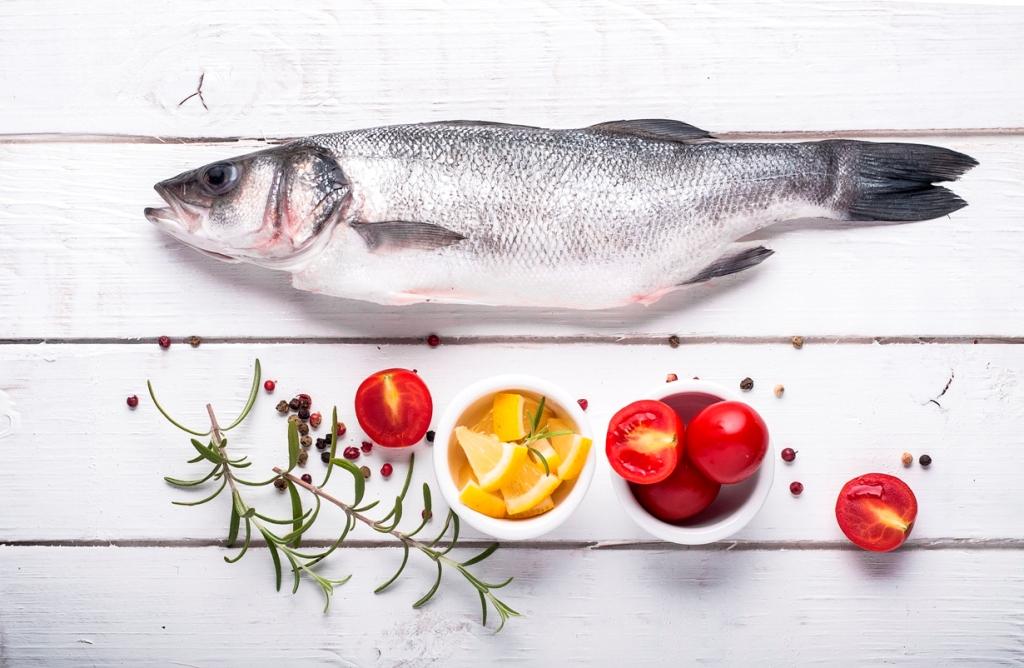 pescado entero crudo