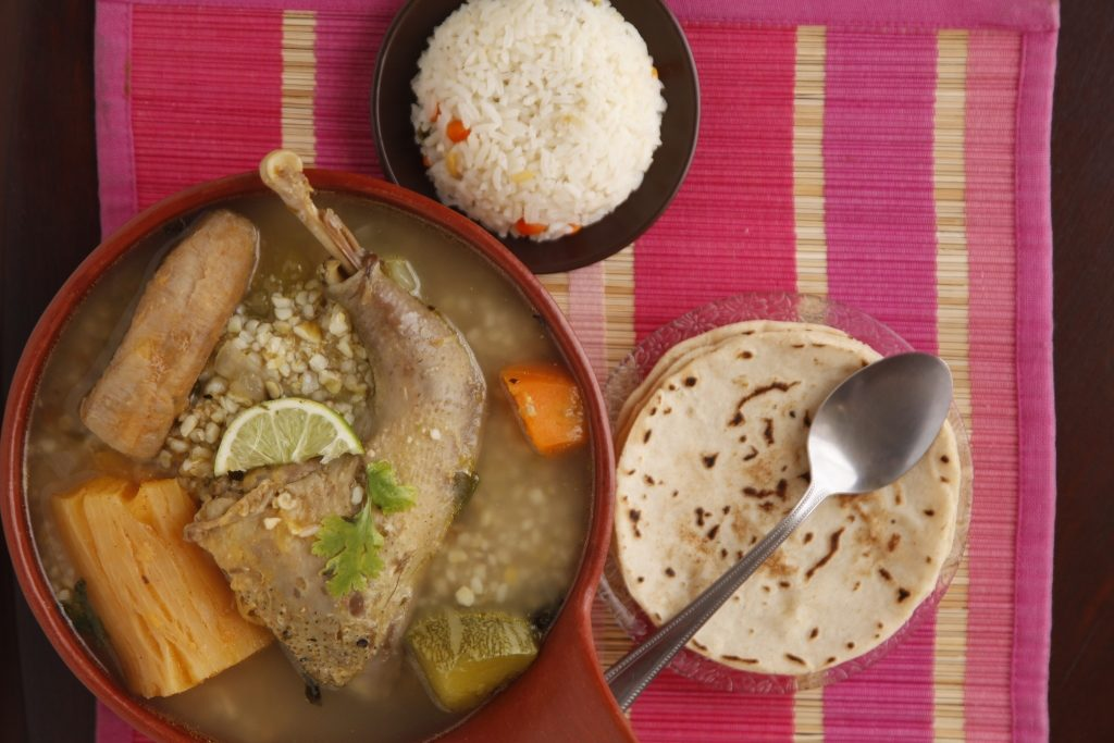 sopa de gallina en arroz de maiz