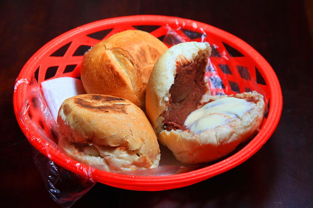 Los mejores panes con frijoles de la capital.
