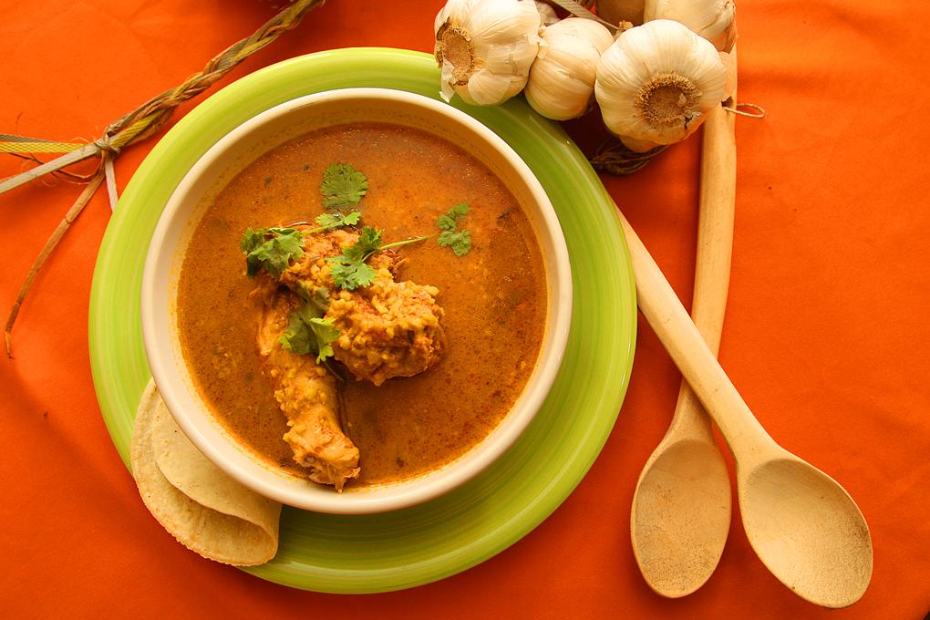 Representativa sopa de gallina india.