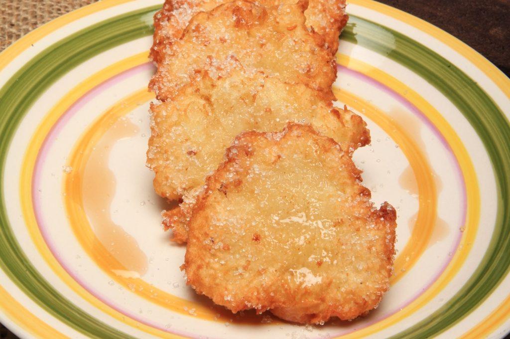 Las tortitas de yuca se pueden comer saladas o dulces.