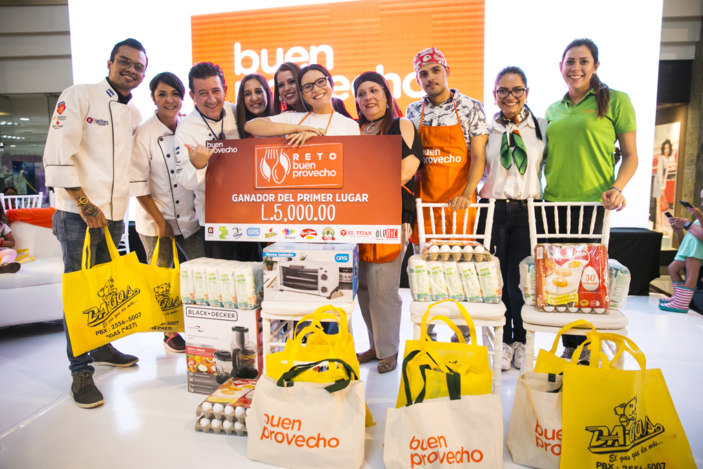 Ganadores del primer, segundo y tercer lugar del Reto Buen Provecho.