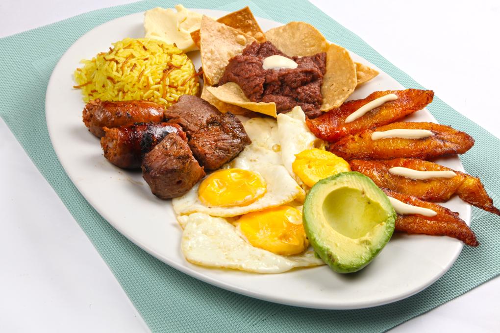 ¡Exquisito desayuno catracho!