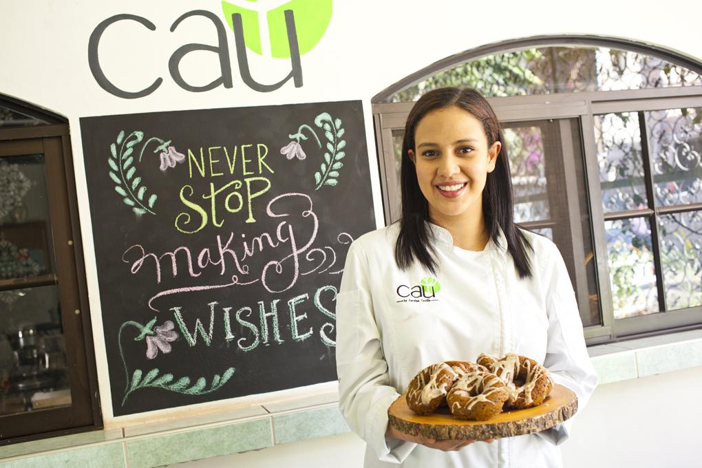 Carolina Castillo una joven emprendedora amante de los pasteles saludables.