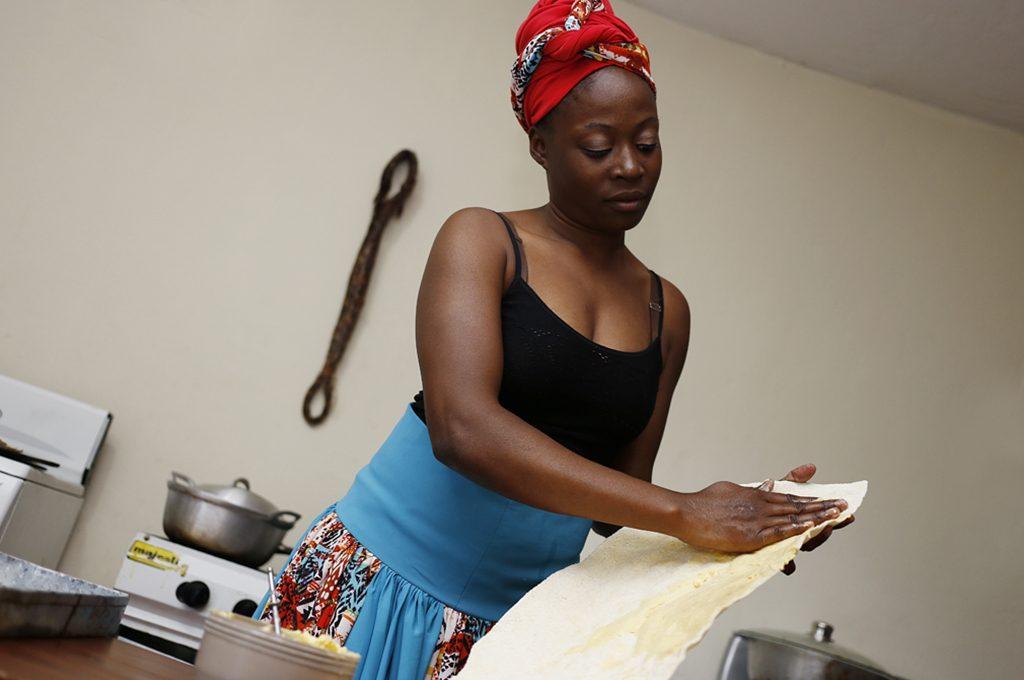 Laida García es de la comunidad de Sambo Creek, ella cocina todo tipo de platillos garífunas.