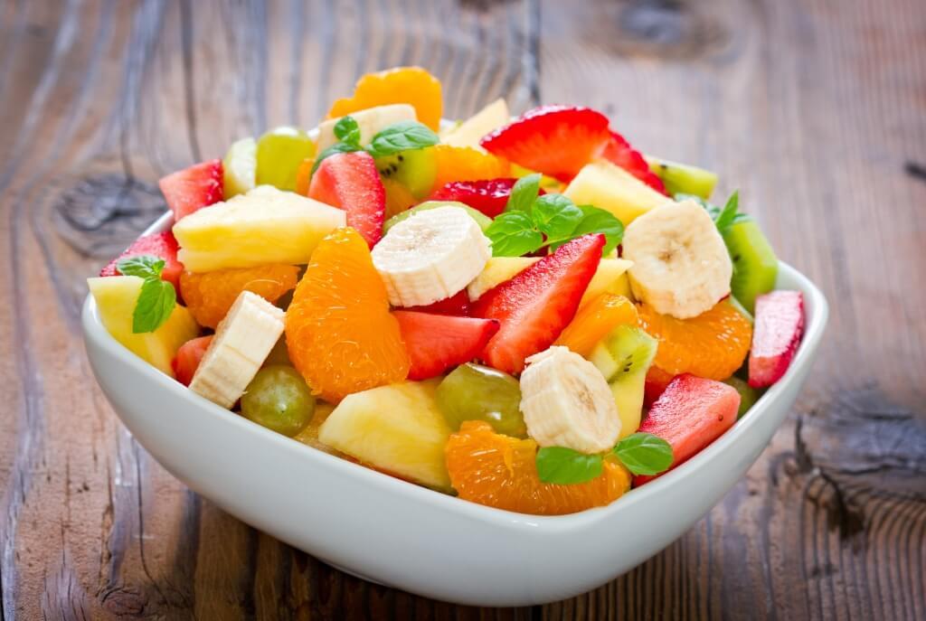 Ensalada de frutas con miel.
