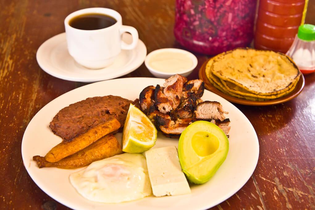 Deliciosos desayunos te ofrece El Palenque