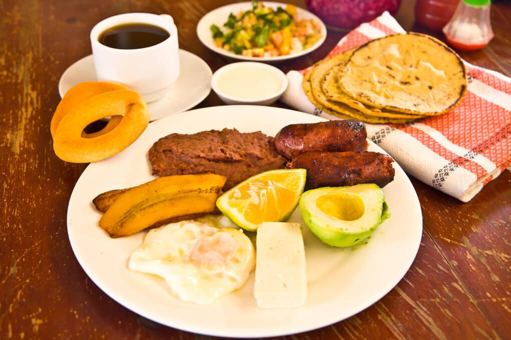 Pide tu desayuno con la carne de tu elección