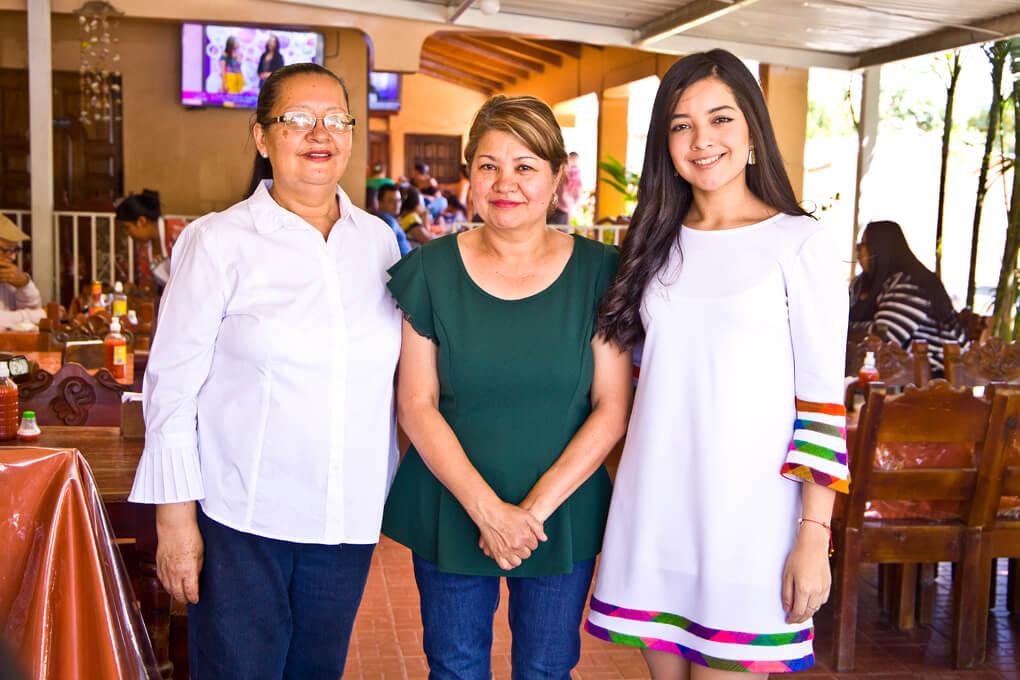 Albertina Godoy,Ofelia Godoy y Sofia Varela dueñas de El Palenque